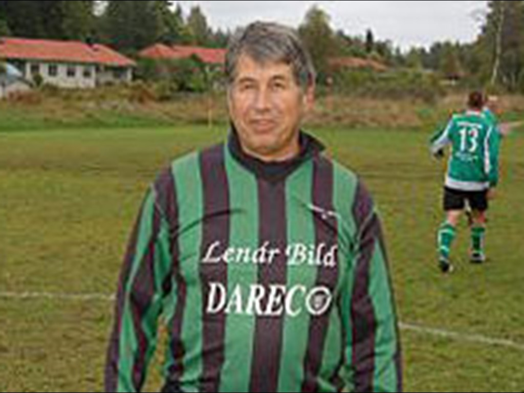 Jürgen Holoch efter sitt mål hemma på Sidsjövallen som 65-åring. Idag fyller Medelpadsallsvenskans äldste målskytt 80 år!