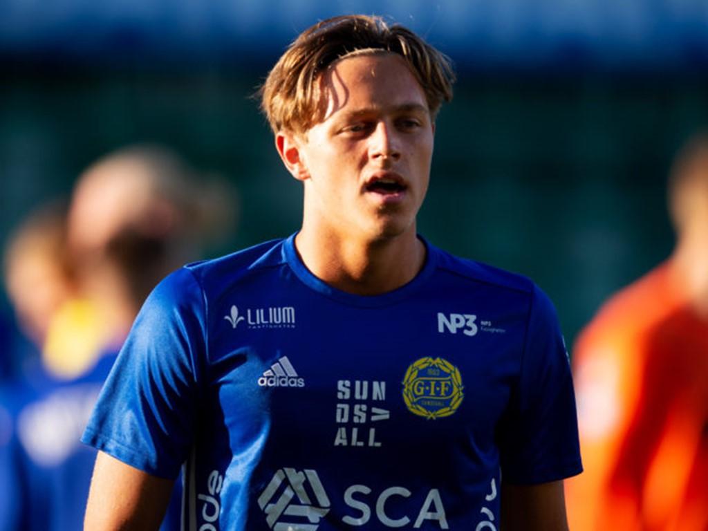 17-årige jättetalangen Ludvig Nåvik gjorde sitt första seniormål i 2-1-segern över Västerås Sport.