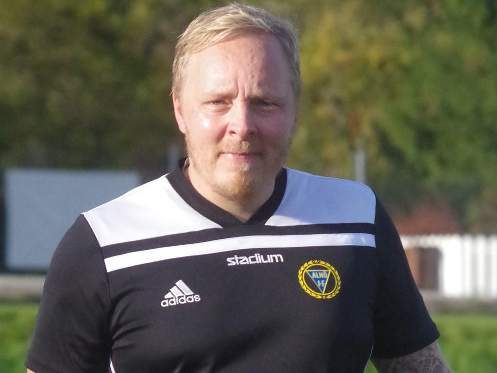 """Alnös veteranmålvakt Joakim Grannas blev utbytt vid 4-0 så han var """"oskyldig"""" till Ånges tröstmål."""