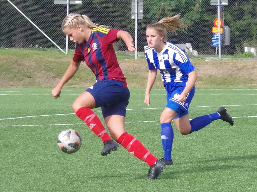 Emmie Björklund tvingades utgå med befarad korsbandsskada när Selånger föll med 0-3 mot Kvarnsveden. Arkivfoto: Pia Skogman, Lokalfotbollen.nu.